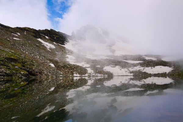 Bhrigu Lake Refects