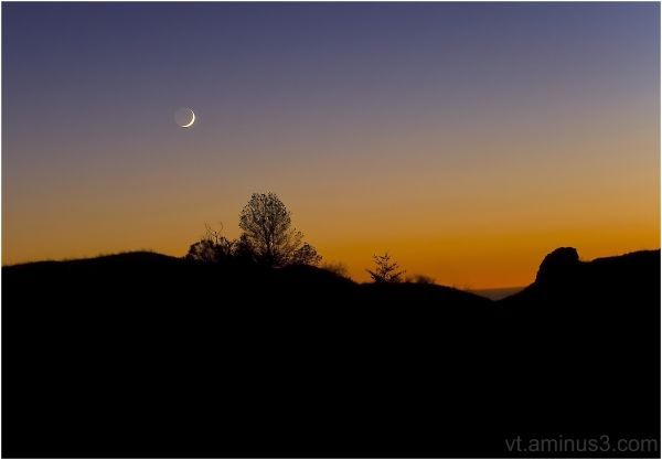 Crescent Moon setting over Skyline Blvd, Palo Alto