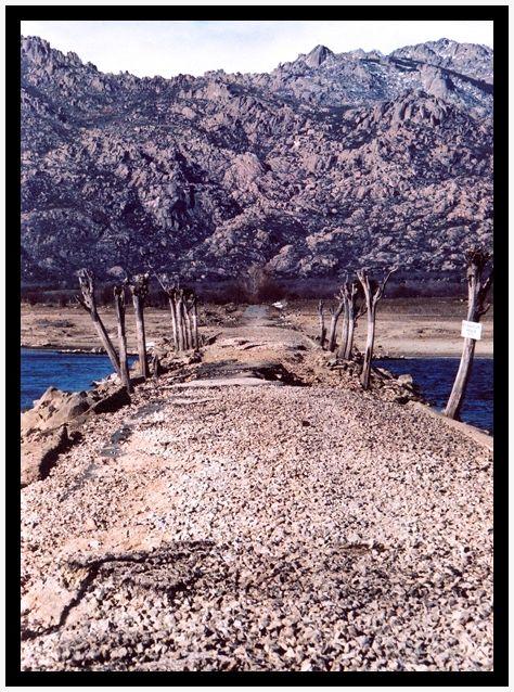 Entre dos aguas (Huellas y Encaminamientos, nº5)*
