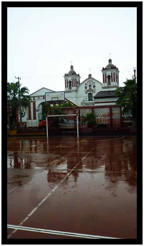Les joies du village....un jour de pluie