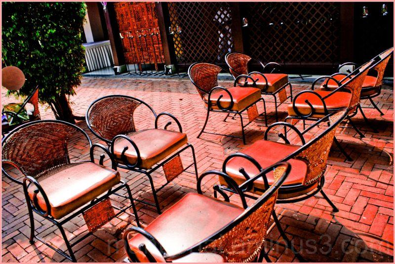 Waiting Area - Metropolis 64 year old hotel