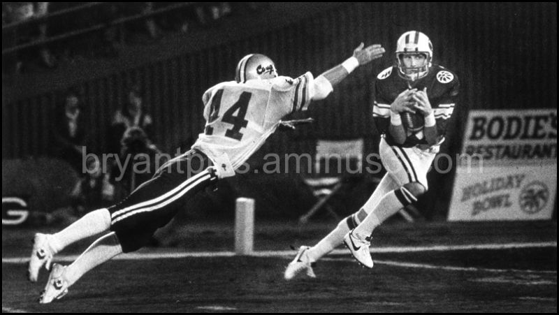 Receiver Danny Plater catches Steve Young pass
