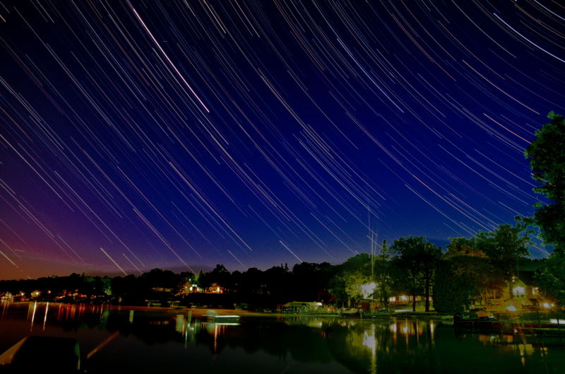 star trails at night long exposure