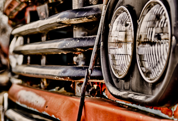 picture of an old classic car headlight