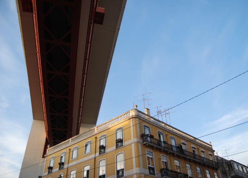Entardecer sob a ponte