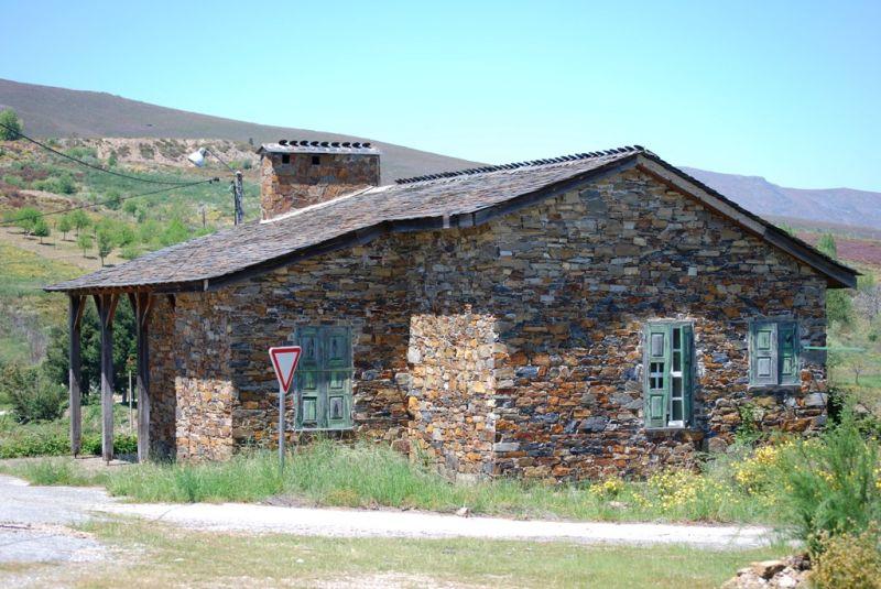 Antigo posto fronteriço em Montesinho