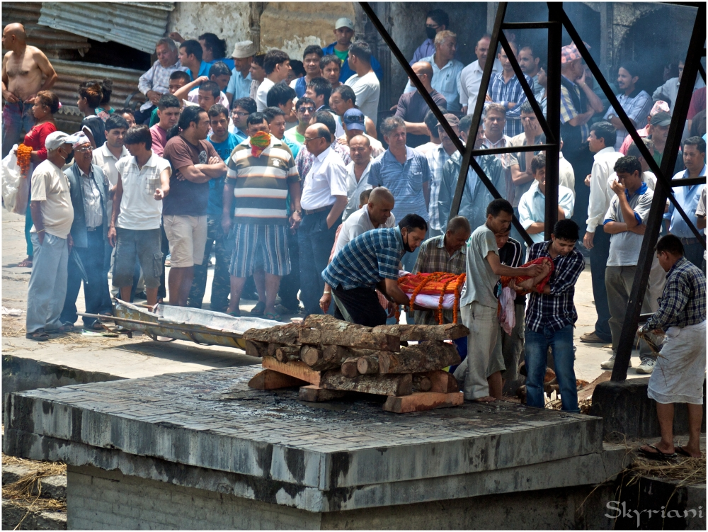 Hindu Cremation II: Laying the body on the pyre