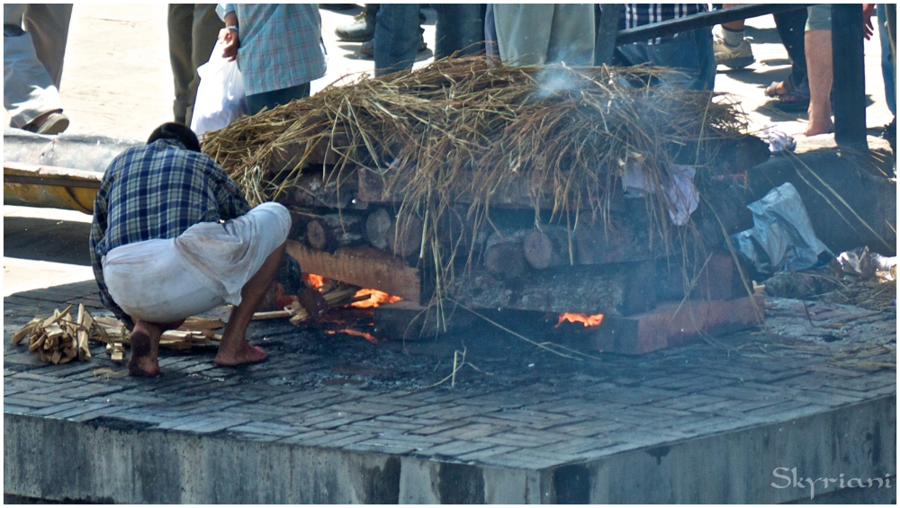 Hindu Cremation V: Stoking the pyre
