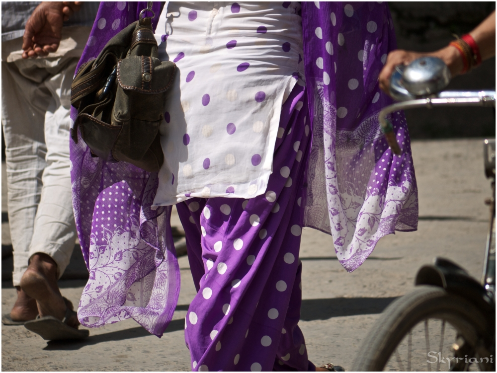 She wore an [ibtw] purple polkadot.....salwar suit