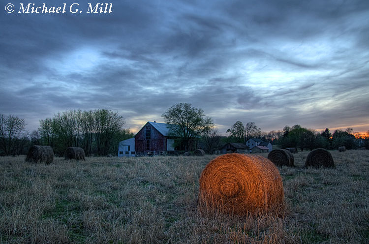 The Barn (Experiment with Light Painting)