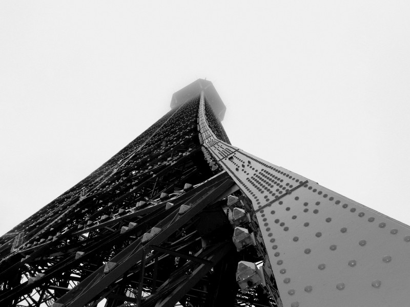 tour Eiffel Paris brouillard