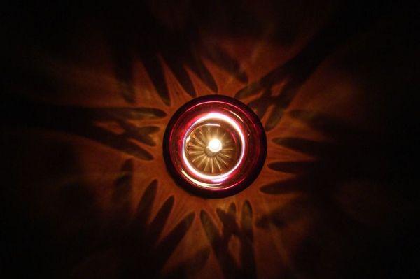 کشتن شمع چه حاجت بود از بیم رقیبان؟