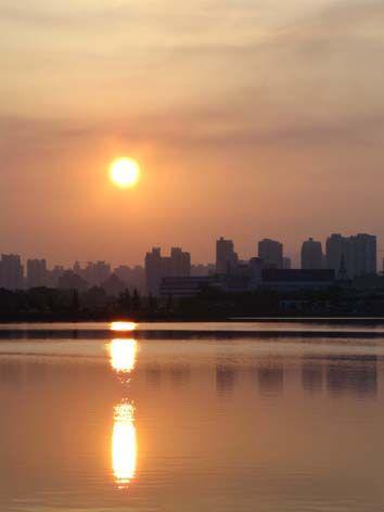 Sunrise near 海湾公园(Hai Wan Gong Yuan)