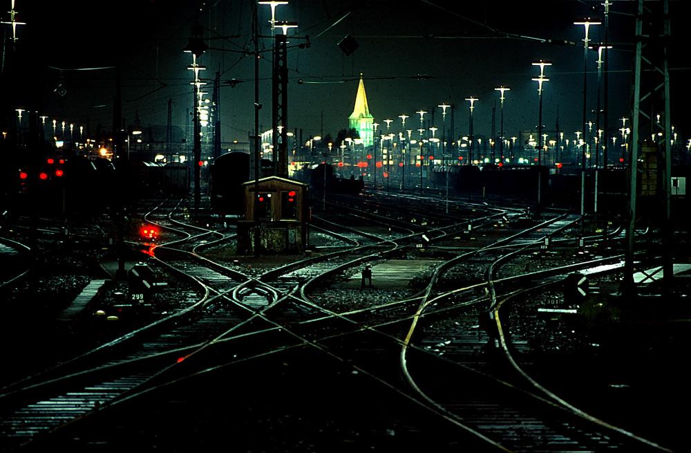 Bahnhof bei Nacht