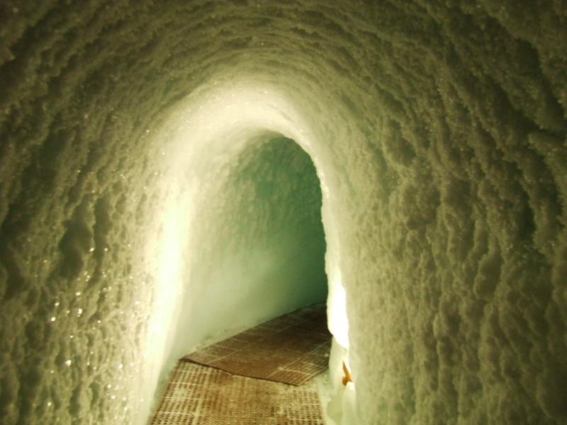 Dans le couloir de la grotte de glace