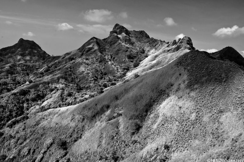 Peaks of smaller mountains along the batulao trail