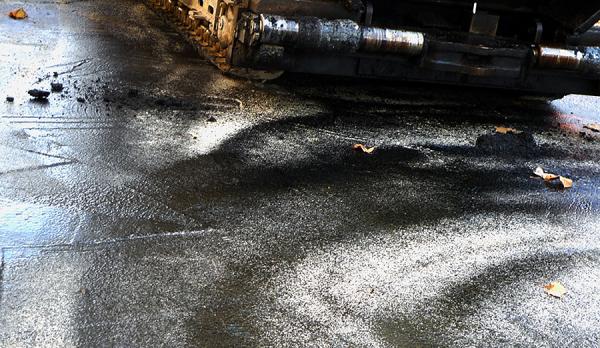 * Llum a l'asfalt