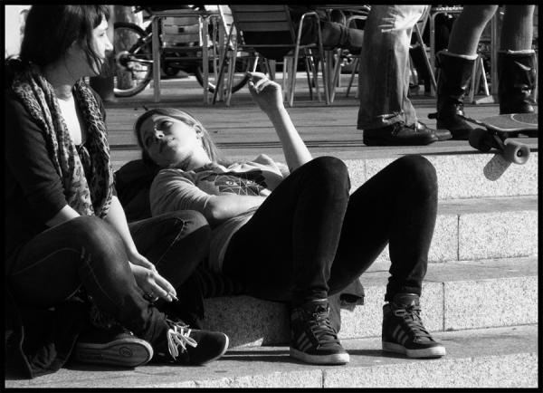 * Unes hores mirant la vida. Dues cigarretes