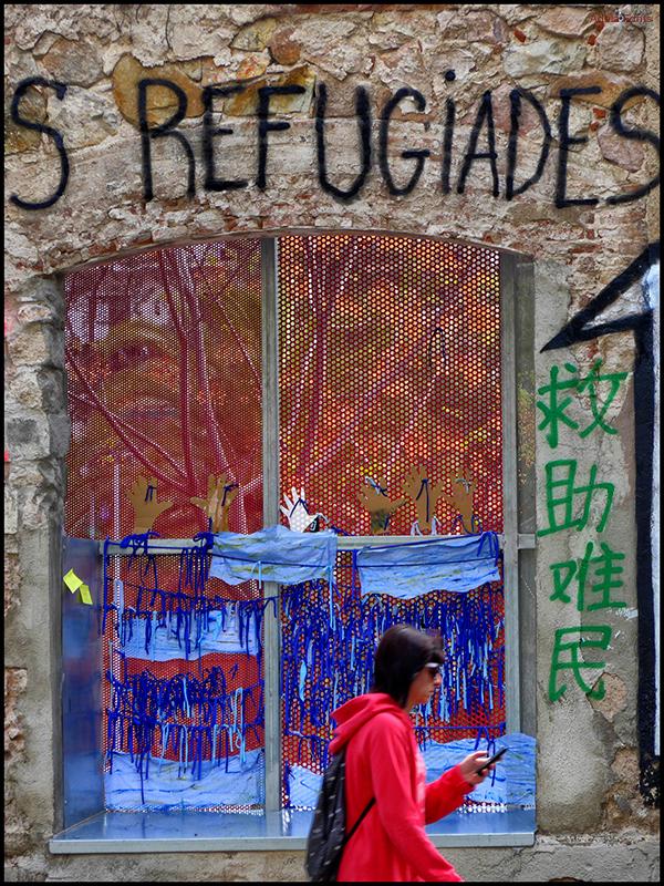 * Refugiades