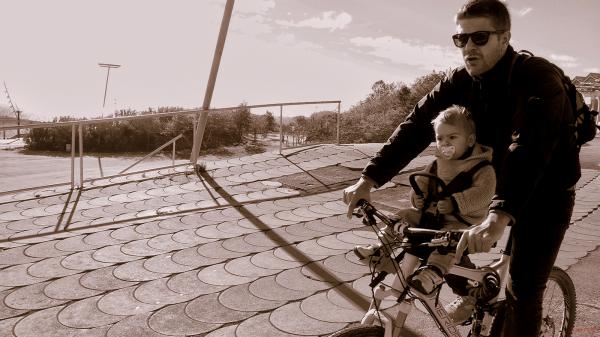 * Pare i fill en bici