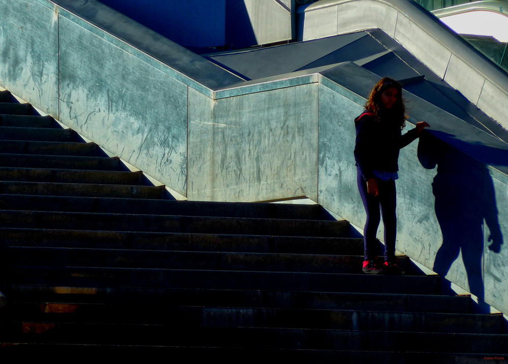 * Baixant escales