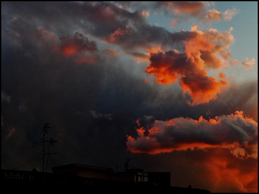 * El sol se'n va pintant els núvols