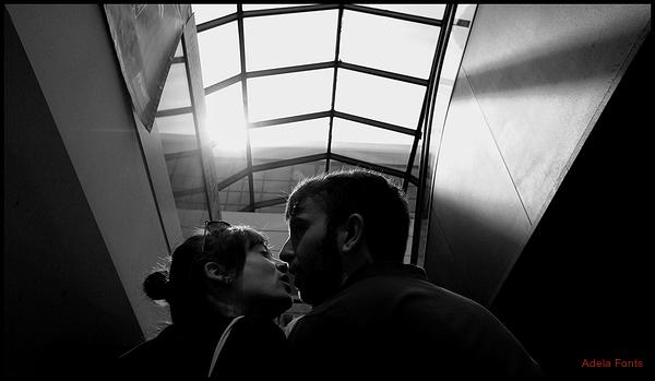 * ... instants abans del petó