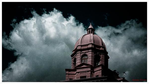 * Un núvol protector