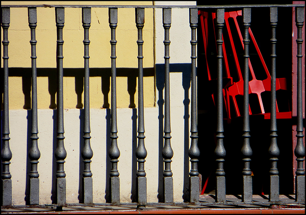 * Una cadira vermella