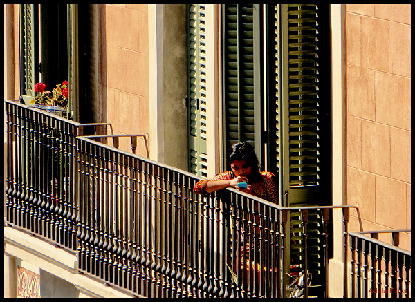 * La noia al balcó