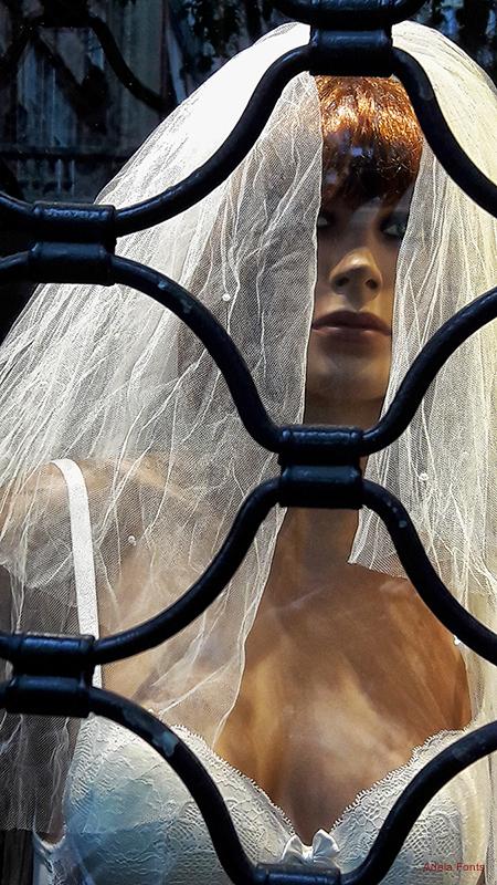 * La núvia presonera