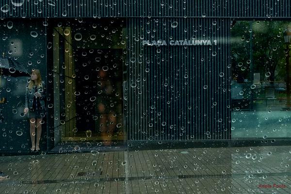 * Cau la pluja sobre la ciutat