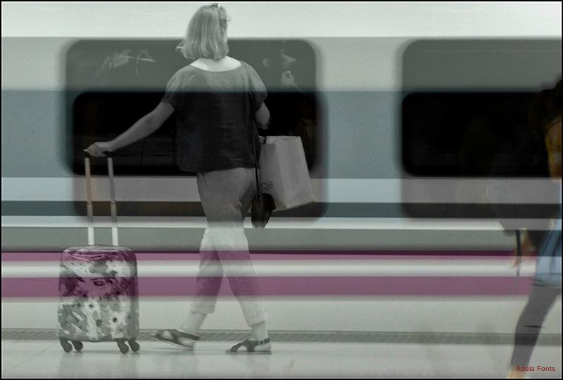 * El tren passa ràpidament