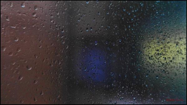 * Darrera la finestra amb pluja i boira 2