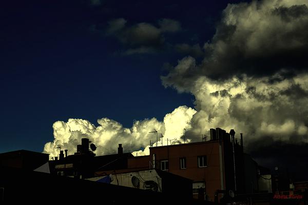 * Els núvols creixien i creixien