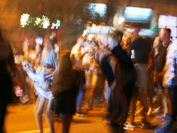 * Nit de festa al carrer 4