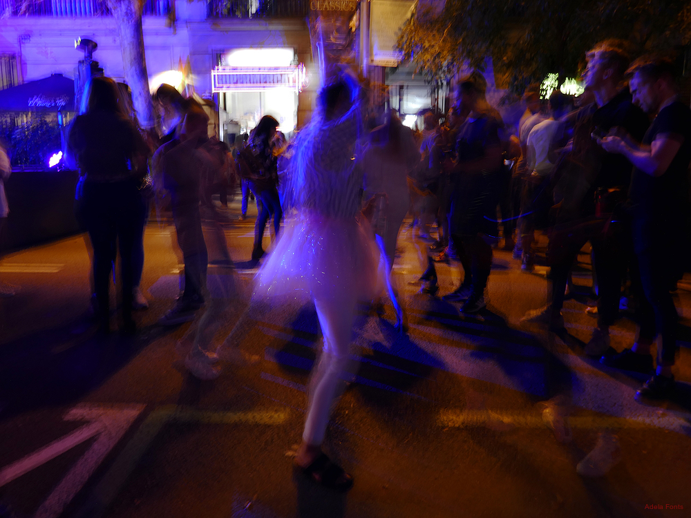* Nit de festa al carrer 8