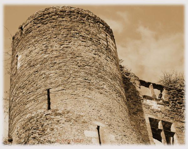 Montrésor et sa forteresse