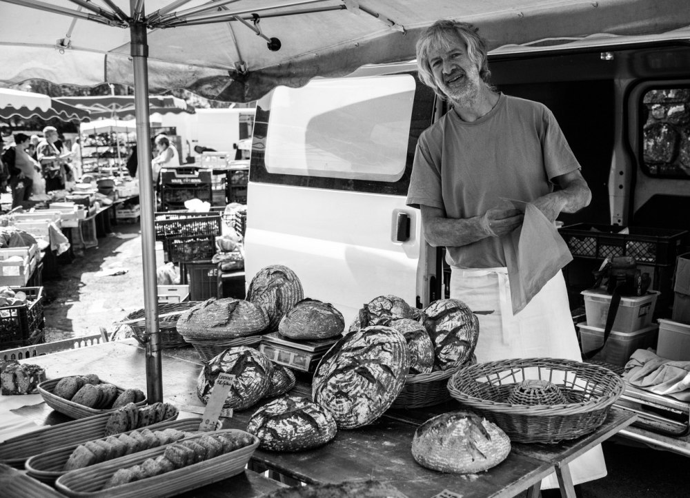 Le boulanger au marché de Felletin (Creuse)