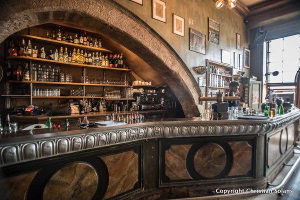 Marseille. Le bar de la Marine
