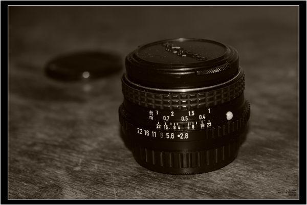 Pentax M 28/2.8 lens