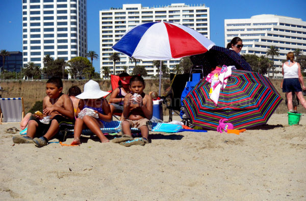 kids at santa monica beach
