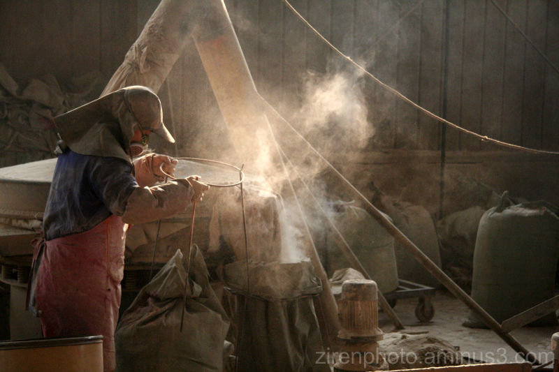Incense coil factory processing sandalwood (China)