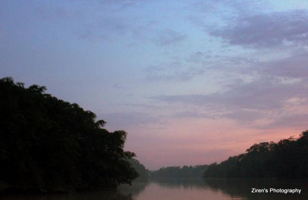 A serene cruise along a lake in Sedili.