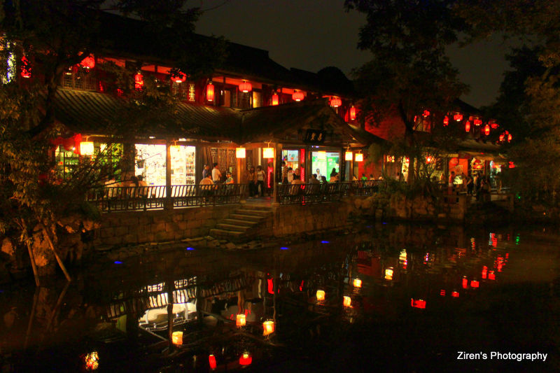 Night scene at a famous nightmarket in Chengdu.