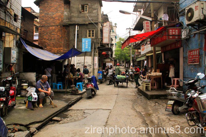 A morning scene in the city of Jiujiang, China.