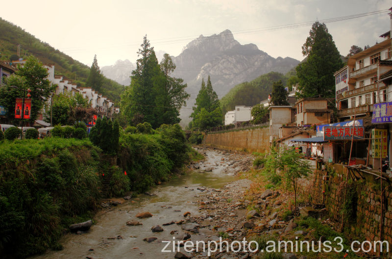 At the foot of Mt Huangshan lies the town Tangkou.