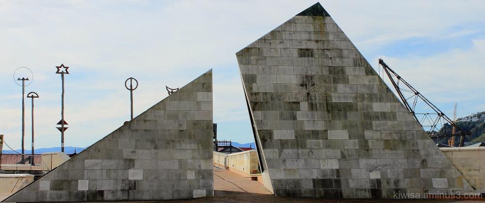 Pyramid art