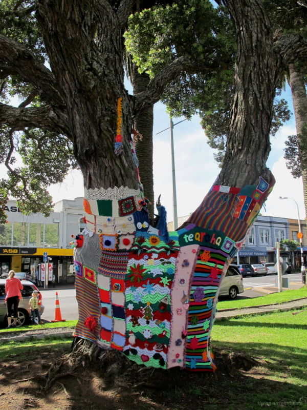 Tree knitting