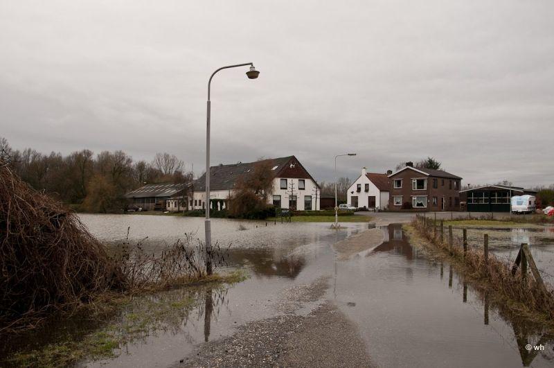 Hoogwater....Arnhem  (Gelderland) 1/3